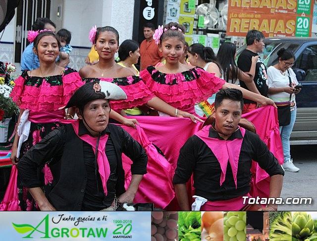 Desfile de baile. Fiestas en honor a la Virgen de la Urkupiña (Bolivia) - 3
